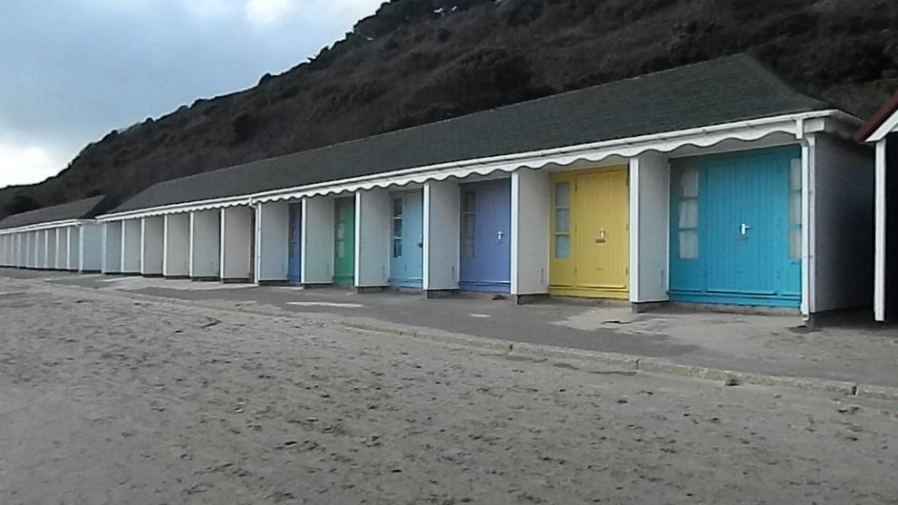 <b>Alum-Chine-to-Durley-Chine-Beach.jpg</b> <br/> Alum Chine Beach to Durley Chine Beach Walk Past the Beach Huts