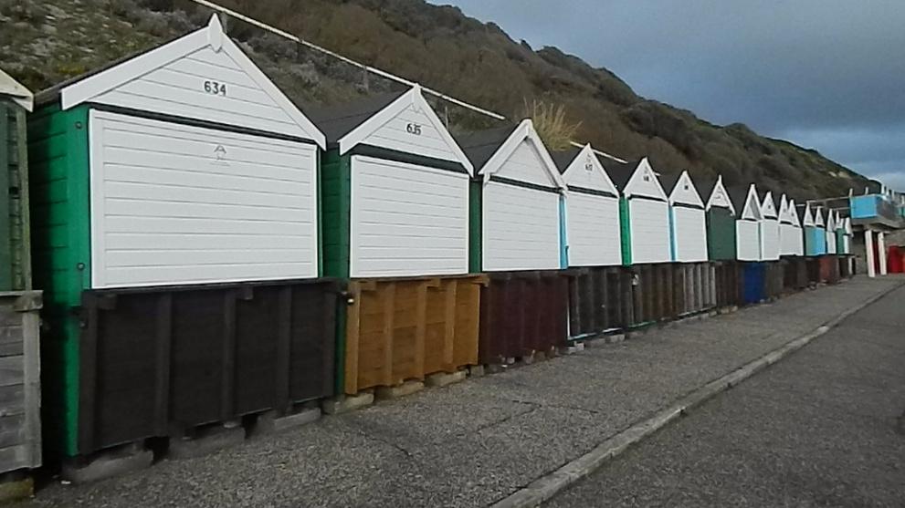 <b>boscombe-beach-huts-manor-steps.JPG