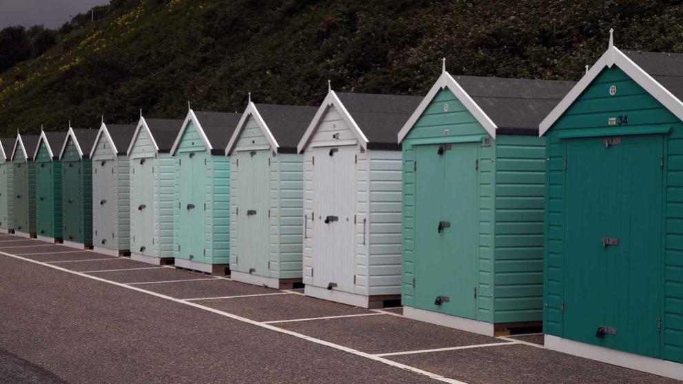 <b>boscombe-east-beach4.jpg</b> <br/> Multi Coloured Beach Huts at Boscombe East