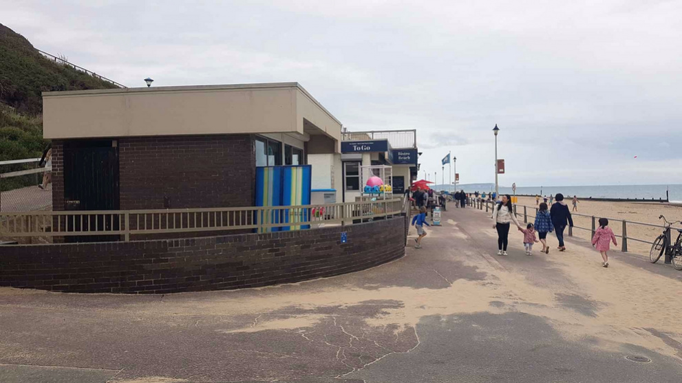 <b>southbourne-on-sea-gallery3.jpg</b> <br/> Ice Creams available from the Bistro On The Beach area