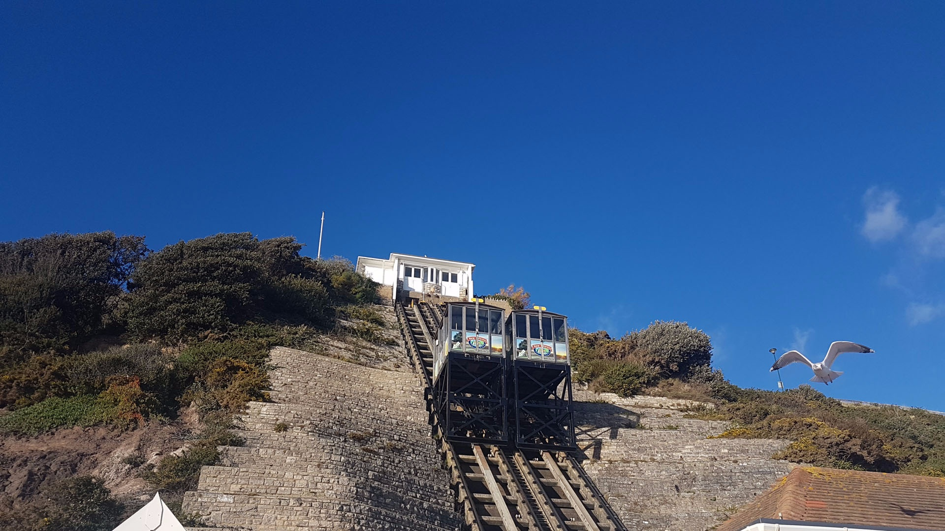 <b>cliff-lift-west-beach.jpg